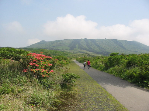 Mount Mihara's peak from a distance. Source: http://wikitravel.org/shared/Image:IMG_4759.JPG